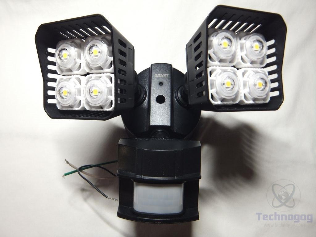 Review of sansi led security motion sensor outdoor lights technogog each side has four rather large leds in it and combined its supposed to be the equivalent of 250 watts or its rated at 3000lm aloadofball Image collections