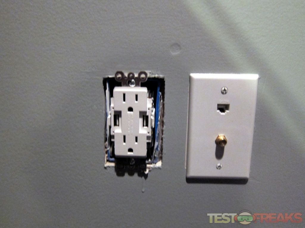 Review Of Newer Technology Power2u Ac Usb Wall Outlet