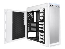 The preinstalled sound-damping foams for extreme silence purpose on both side panels of Thermaltake New Urban S31 Snow Edition reduce noise