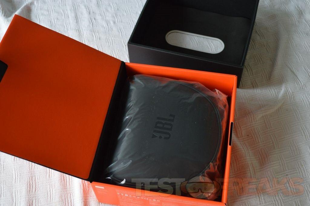 review of jbl synchros s700 headphones technogog. Black Bedroom Furniture Sets. Home Design Ideas