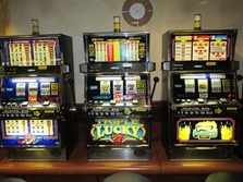 slot-machines-701707_1280